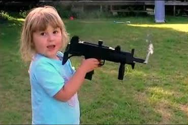 Первое оружие пятилетней девочки